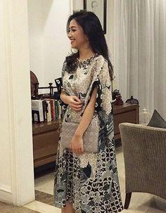 Blouse Batik, Batik Dress, Lace Dress, Kebaya Modern Dress, Kebaya Dress, Dress Brokat, Batik Fashion, Engagement Dresses, Bridesmaid Outfit