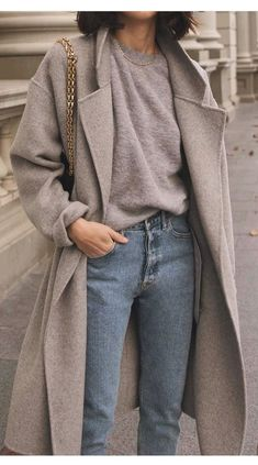 17 Simple Denim Outfits You Can Copy Now Jeans und Pullover Outfit Outfit Jeans, Sweater Outfits, Grey Outfit, Grey Sweater Outfit, Sweater Coats, Winter Outfits For Teen Girls, Fall Winter Outfits, Autumn Winter Fashion, Spring Outfits