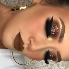 Valentine's Day Makeup Looks – a pretty idea for Valentines makeup or date night. Artist Unknown Valentine's Day Makeup Looks – a pretty idea for Valentines makeup or date night. Glitter Makeup, Glam Makeup, Pretty Makeup, Skin Makeup, Makeup Tips, Makeup Ideas, Makeup Blog, Drugstore Makeup, Makeup Brushes
