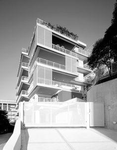 2008 - 2013 VARAZZE (SV)  - RICICLO DI UN EDIFICIO COMMERCIALE DEGLI ANNI '60 by ARIU + VALLINO architetti