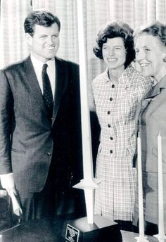 Mr~~Ted Kennedy and his sister Eunice Kennedy Shriver. Ted Kennedy, John F Kennedy, Eunice Kennedy Shriver, John Fitzgerald, Special Olympics, Jfk, Globes, Woodstock, Style