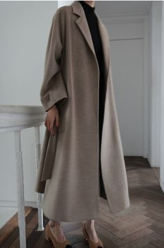 To be elegant this long coat has to possess an impeccable cutting