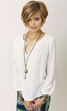 Shaggy bob hairstyles are one of the hottest trends in hairstyles of Inspired by many celebrities, this shaggy bob haircut is available for thin and thick hair as well. Also, shaggy bob haircuts for curly hairs look awesome Bob Style Haircuts, Hairstyles Haircuts, Pretty Hairstyles, Wedding Hairstyles, Hairstyle Ideas, Pixie Haircuts, Sassy Haircuts, Teenage Hairstyles, 2018 Haircuts