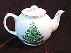 Vintage Rare Sadler Salem Christmas Eve Christmas Tree Teapot Tea Pot