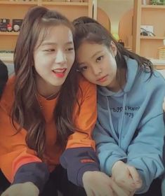 jisoo and jennie from blackpink 😻💗 on We Heart It Kim Jennie, South Korean Girls, Korean Girl Groups, Selfies, Black Pink Kpop, Blackpink Photos, Blackpink Fashion, Girl Celebrities, Blackpink Jisoo