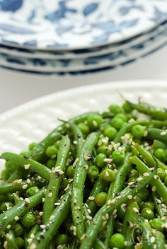 This delicious Asian-inspired Sesame Ginger Green Bean Salad is definitely a high achiever in the make-ahead category; a 5 minute prep at serving time! Going Vegetarian, Vegetarian Dinners, Vegetarian Cooking, Vegetarian Recipes, Healthy Recipes, Zatar Recipes, Healthy Food, Vegetarian Sandwiches, Healthy Style