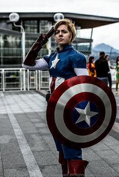 Captain America Crossplay | Vancouver 2013 FanExpo i would love to own that costume, especially the shield