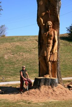 Brian Ruth and his Native American chainsaw carving - Beautiful sculpture . Chainsaw Wood Carving, Wood Carving Art, Wood Carvings, Art Sculpture En Bois, Metal Sculptures, Abstract Sculpture, Bronze Sculpture, Chain Saw Art, Tree Carving