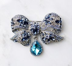 Blue Bow Brooch Pin. Crystal Sapphire Blue Bow Broach Jewelry Embellishment. Something Blue charm op Etsy, 28,12€
