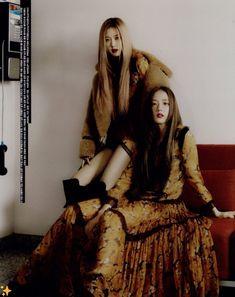 Rose & Jisoo for Vogue Korea Kim Jennie, Jenny Kim, Blackpink Jisoo, Blackpink Youtube, Lisa Park, Kpop Girls, Kpop Girl Groups, Black Pink ジス, Black Korean
