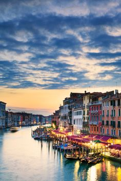 A Day In Venice - We recommend spending at least 2 or 3 nights, but many cruise ships only give you a day before you are off to the next port.  Here's how to spend a day in Venice. #italy #venice