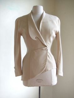 Asymmetrical jacket - rare and collectable THIERRY MUGLER blazer jacket w/ unique collar and asymetrical hemLuxury & Vintage Madrid, offers you the best selection of contemporary and vintage clothes from around the world, discover our luxury brands , Tailored Jacket, Blazer Jacket, Shirts & Tops, Fashion Details, Fashion Design, Mantel, Fall Outfits, Ready To Wear, Fashion Dresses