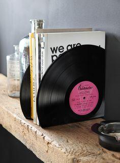 Serre-livre, bookends en vinyls vintage de récup. Made with love in Paris by Bubu's Fab. Vive l'upcycling ! Retrouvez nous sur bubusfab.com etsy.com