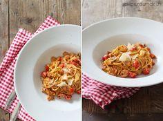 Pasta mit Tomatensahnesauce und Bacon