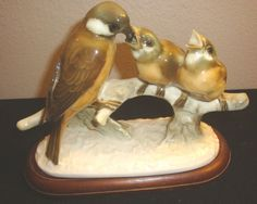 HUTSCHENREUTHER PORCELAIN BIRD GROUP FIGURINE MOTHER FEEDING CHICKS