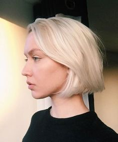 Top 36 Short Blonde Hair Ideas for a Chic Look in 2019 - Style My Hairs Blunt Bob Haircuts, Blunt Bob Cuts, Short Blunt Bob, Textured Haircut, Short Textured Hair, Textured Bob, Blonde Bob Hairstyles, Short Blonde Haircuts, Blonde Bob Haircut