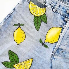 Squeeze the day with anne. These gorgeous jeans were up-cycled usi.-Squeeze the day with anne. Painted Denim Jacket, Painted Jeans, Painted Clothes, Hand Painted, Diy Clothes Paint, Denim Paint, Painted Shorts, Diy Jeans, Denim Kunst