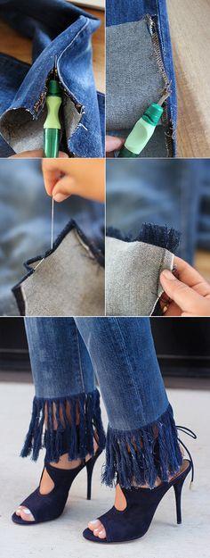 The trick to fraying denim via HonestlyWTF (Diy Clothes Refashion) Diy Jeans, Jeans Denim, Jeans Refashion, Raw Denim, Zerschnittene Shirts, Cut Up Shirts, Denim Shirts, Denim Fashion, Fashion Tips