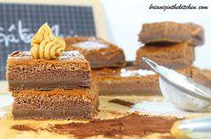 En ce mercredi, je vous propose une recette bien gourmande de Gâteau Magique au Chocolat qui ravira les petits comme les grands! Le Gâteau Magique, qu'est-ce que c'est? C'est un gâteau qui se compose de 3 couches (génoise, crème et flan) et ce...avec...