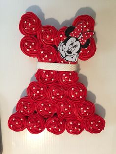 Minnie Mouse pull apart cake.
