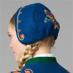 Costume Hats, Folk Costume, Costumes, Polish Clothing, Folk Clothing, Polish Embroidery, Embroidery Patterns, International Craft, Folk Fashion