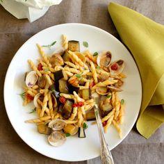 Eggplant and clams pasta. Capunti alle melanzane e vongole.
