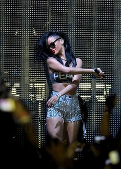 Our last Coachella style pick is for you rocker chicks. Like our girl Rihanna, Coachella would not be same without you and your unique style. Coachella 2012, Coachella Festival, Coachella Style, Style Rihanna, Rihanna Photos, Studded Shorts, Studded Denim, Rocker Chick, Half Shaved