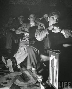 Portraits of American Teenage Boys of the 1940s ~ vintage everyday Vintage Family Photos, Vintage Pictures, Vintage Photographs, Old Pictures, Old Photos, Lake Pictures, Vintage Couples, Vintage Images, Life Magazine