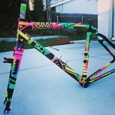 One of the great things about a Rattlecan is that you can re-Rattlecan! This frame was a Rattlecan prototype re-Rattlecaned by @heathz86 We like it so much you just might see this paint job on a official Squid sometime soon.... #Rattlecan #cyclocross #DIYFS #cycling #aluminum #Makeityours