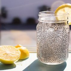 CHIA FRESCA Adapted from this recipe. Yield: 2 cups Ingredients: 2 cups water or coconut water tbsp chia seeds tbsp fresh lemon or lime juice, or to taste Sweetener, to taste tbsp maple syrup) Chia Seed Recipes For Weight Loss, Natural Energy Drinks, La Constipation, Lose 40 Pounds, Fat Burning Foods, How To Squeeze Lemons, Good Fats, Calories, Healthy Drinks