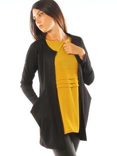 Stretch jersey oversize casual long jacket with big pockets. http://www.luanaromizi.com/en/jackets-blazers-woman/stretch-jersey-oversize-casual-long-jacket-with-big-pockets.html #Stretch #jersey #oversize #casual #longjacket #bigpockets #fallwinter #freesketch #luanaromizi