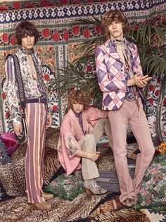 See all the Collection photos from Roberto Cavalli Spring/Summer 2017 Menswear now on British Vogue 70s Fashion Men, Live Fashion, New Fashion, Boho Fashion, Fashion Show, Vintage Fashion, Fashion Ideas, Fashion Trends, Roberto Cavalli