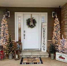 32 Amazing Christmas Porch Decorating Ideas to Make Your Outdoor More Beautiful - If you really want to bring people into the Christmas spirit when they come to your home during the holidays, here are several Christmas door decorati. Classy Christmas, Christmas Home, Christmas Wreaths, Christmas Gifts, Outside Christmas Decorations, Holiday Decor, Farmhouse Christmas Decor, Farmhouse Decor, Modern Farmhouse