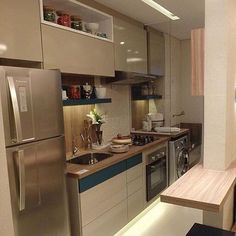 Cozinha compacta e bela. Amei! @pontodecor HI Snap: hi.homeidea www.homeidea.com.br #bloghomeidea #olioliteam #arquitetura #ambiente #archdecor #archdesign #hi #homestyle #home #homedecor #pontodecor #homedesign #photooftheday #love #interiordesign #interiores #cute #picoftheday #decoration #world #lovedecor #architecture #archlovers #inspiration #project #regram #canalolioli #cozinha #kitchen