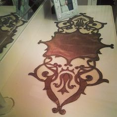 Deri ranner Bed Runner, Cut Work, Scroll Design, Border Design, Laser Cutting, Home Deco, Table Runners, Diy And Crafts, Embroidery