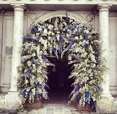 entrada-igreja-arco-flores-casamento-caroline-sieber