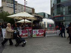 @YooMoo frozen yogurt #Sampling #Experiential keeping lots of shoppers at #BullRing #BHX cool - #EOOH #OOH