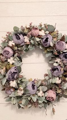 Diy Spring Wreath, Spring Door Wreaths, Easter Wreaths, Wreaths For Front Door, Diy Crafts For Home Decor, Fall Home Decor, Mantle Mirror, Plant Crafts, Deco Wreaths