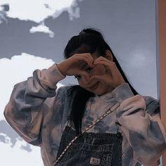 Kpop Aesthetic, Aesthetic Photo, Aesthetic Girl, Vaporwave, Blackpink Fashion, Jennie Blackpink, Blackpink Lisa, Iconic Women, Skin Makeup