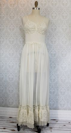 Romantic vintage 1950s lace and sheer, gossamer fabric nightgown and robe set by Lady Duff, combines beautiful details with graceful style, making this the perfect addition to your 50s lingerie collec