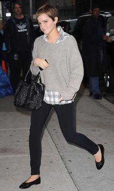 Emma Watson Is The Highest Paid Actress In Hollywood. See Her Style Transformation Here. Emma Watson Pixie, Emma Watson Dress, Emma Watson Style, Dorian Grey, Black Skinnies, Black Leggings, Black Pants, Fall Looks, Her Style