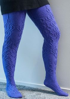 Are you a knitter AND thigh-high sock lover? I found the pattern FOR YOU! Thigh High Knit Socks, Thigh High Socks, Thigh Highs, Knitting Patterns Free, Free Knitting, Free Pattern, Knitting Ideas, Knitting Tutorials, Knitting Machine