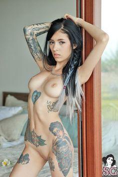 Sara Calixto (Coralinne Suicide)
