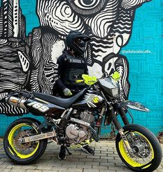 Pilotos de calle (@pilotosdecalle__) • Fotos y videos de Instagram Dr 650, Yamaha Mt 09, Bike Life, Instagram, Aesthetics, Cool Motorcycles, Pilots, Sentimental Quotes, Street