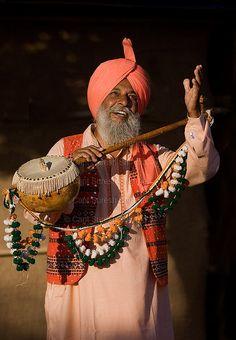 Master Jaswant Singh `Tootan Wala' - Punjabi Folk Musician. Indian Musical Instruments, Punjabi Culture, Rural India, Indian Village, Amazing India, Figure Drawing Reference, Folk Dance, Folk Music, People Of The World