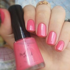 Sublime Strawberry da Revlon. Unhas Rosas. Pink nails. Nail art. Nail design. Polishes. Polished. by @morganapzk