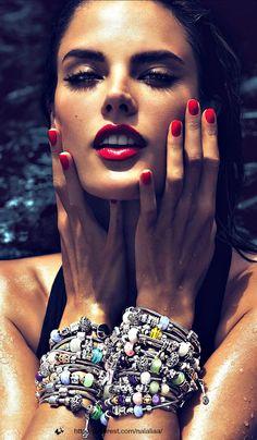 Gorgeous glow Alessandra Ambrósio