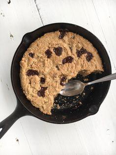 Cashew Chocolate Chip Cookie Skillet | RachaelsGoodEats | Bloglovin'