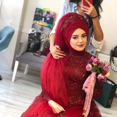 Görüntünün olası içeriği: 1 kişi, şapka – Best Of Likes Share Muslim Wedding Gown, Hijabi Wedding, Muslim Wedding Dresses, Muslim Brides, White Wedding Dresses, Pakistani Dresses, Bridal Hijab, Hijab Bride, Kebaya Muslim
