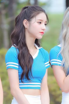 your best source for everything about Blockberry Creative's girl group, LOOΠΔ. Sweet Girls, Cute Girls, Cool Girl, Sooyoung, South Korean Girls, Korean Girl Groups, The Most Beautiful Girl, Beautiful Women, Loona Kim Lip